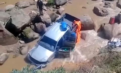 Se-accidenta-camioneta-que-llevaba-material-electoral-en-el-Chaco-chuquisaqueno