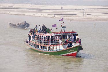 Al-menos-26-muertos-en-una-colision-de-barcos-en-un-rio-del-centro-de-Bangladesh