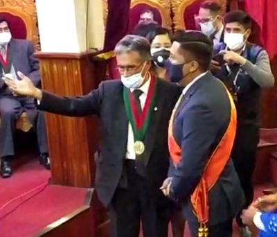 Posesionan-a-Adhemar-Wilcarani-como-nuevo-alcalde-de-Oruro
