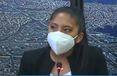 Iris-Flores-de-20-anos-de-edad-asume-como-Presidenta-del-Concejo-Municipal-de-El-Alto
