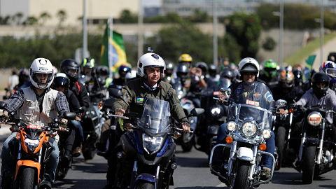 Multan-a-Bolsonaro-en-Sao-Paulo-por-no-usar-mascarillas
