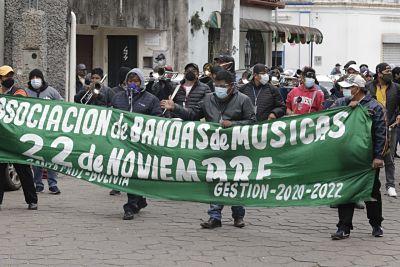 Musicos-protestan-al-ritmo-de-la-banda-y-exigen-vacunacion-masiva-