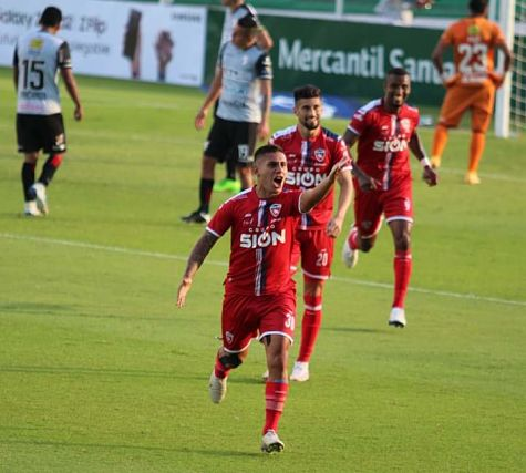 Royal-Pari-remonta-el-marcador-para-vencer-a-Always-Ready-por-2-1