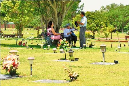 Los cementerios jardines se consolidan como alternativa for Cementerio jardin del mar